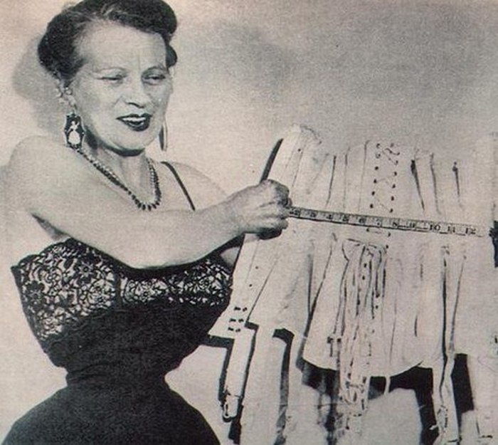 Этель Грейнджер, самая тонкая талия в мире по версии Книги рекордов Гиннеса.