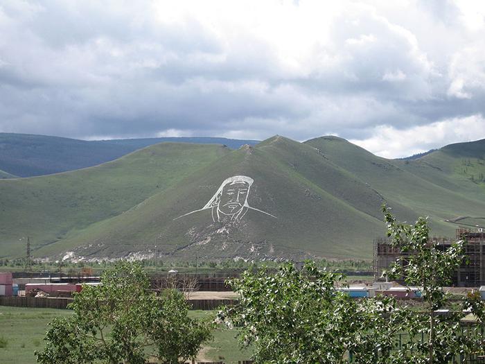 Геоглиф с изображением Чингисхана в Улан-Баторе, 2006 г.